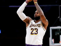 Lakers, Bucks Re-Open As Title Favorites At Sportsbooks