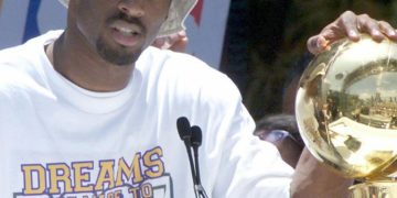 Kobe Bryant's Ring Gifted to Dad for Lakers Championship Could Sell for $250K