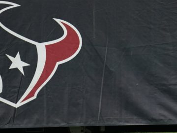 Report: Texans to Close Facility After Player Tests Positive for COVID-19